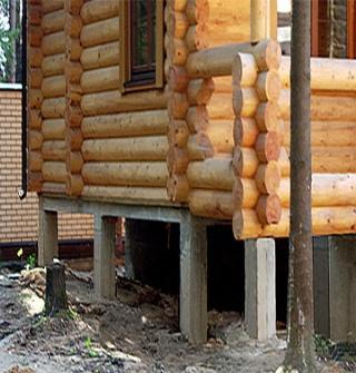 Как правильно заменить фундамент в деревянном доме?